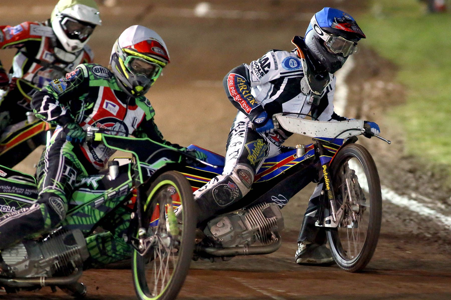 Matthew Wethers on the inside of Kasper Andersen and Chales Wright during heat 5